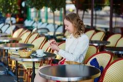 巴黎妇女年轻人 库存图片
