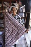 妇女头发亚洲俏丽的鸭绒垫子Dreadlock暂挂 库存图片