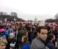 妇女`在华盛顿, 3月的人,抗议者的s 3月召集反对唐纳德・川普,华盛顿特区,美国总统 免版税库存图片