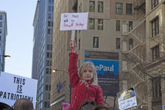 妇女`在芝加哥的s 3月2017年 库存照片