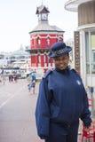 妇女治安警卫尖沙咀钟楼开普敦 免版税库存照片