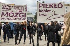 妇女黑抗议在华沙 库存图片