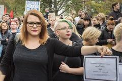 妇女黑抗议在华沙 图库摄影