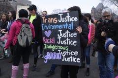 妇女3月在多伦多 免版税图库摄影