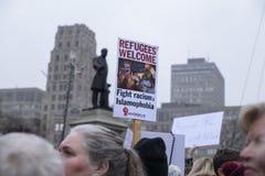 妇女3月在多伦多 免版税库存图片