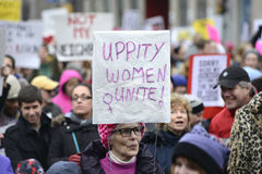 妇女3月在多伦多 免版税库存照片