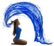 妇女水波,性感的在白色的女孩泳装蓝色颜色 免版税库存图片