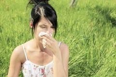 妇女以流感或过敏 免版税库存图片