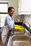 妇女洗涤的洗碗布 库存图片
