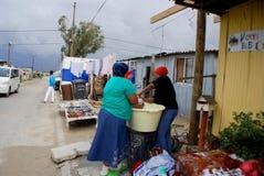 妇女洗涤他们的衣裳 免版税库存照片