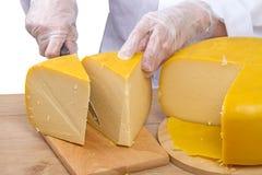 妇女刻片头乳酪 库存图片