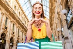 妇女购物在米兰 图库摄影