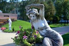 妇女 花 雕塑 beauvoir 免版税库存图片