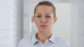 妇女画象在办公室 股票视频