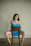 妇女画象坐椅子 图库摄影