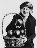 妇女画象有苹果篮子的(所有人被描述不更长生存,并且庄园不存在 供应商保单tha 库存照片