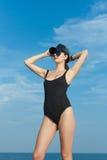 妇女画象紧身衣裤的反对海 库存图片