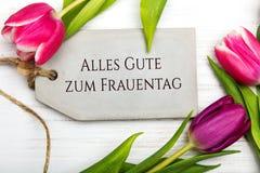 妇女` s与德语的天卡片措辞` Alles gute zum frauentag ` 免版税库存照片