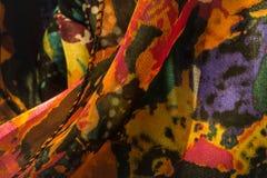 妇女` s五颜六色的围巾紧的射击  免版税库存照片