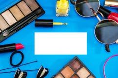 妇女` s化妆用品 背景五颜六色的夏天 库存照片