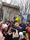 妇女` s 3月,唐纳德・川普和弗拉基米尔・普京纳粹样式海报,华盛顿特区,美国 图库摄影