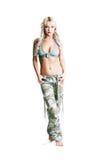 妇女camo裤子 免版税库存照片