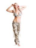 妇女camo裤子 免版税库存图片