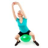 妇女fitball锻炼 免版税库存照片