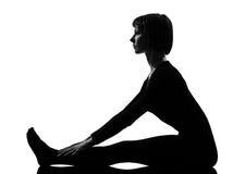 妇女paschimottanasana瑜伽姿势 免版税库存照片