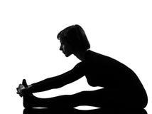 妇女paschimottanasana瑜伽姿势 库存照片