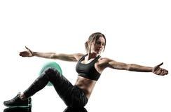 妇女pilates健身软的球行使被隔绝的剪影 图库摄影