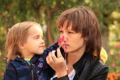 妈咪和女儿 免版税图库摄影