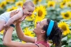妈咪和婴孩 图库摄影