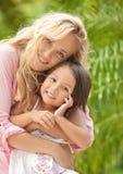 妈妈和女儿 免版税库存图片