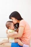 妈妈和婴孩daugher 库存照片