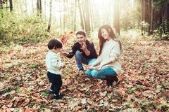 妈妈爸爸和儿子 免版税库存照片