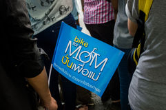 妈妈的泰国自行车 免版税库存照片