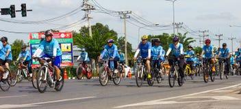 妈妈的自行车在泰国 免版税库存照片