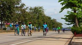 妈妈的自行车在泰国 免版税库存图片