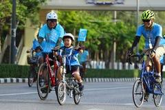 妈妈的自行车 免版税图库摄影