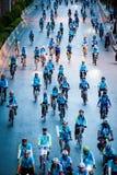 妈妈的自行车 免版税库存照片