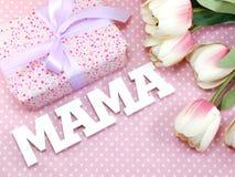 妈妈词文本与装饰母亲` s天概念 库存照片