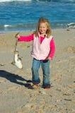 妈妈,神色!我捉住了一个鲨鱼! 图库摄影