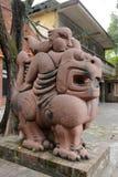 妖怪雕塑在redtory创造性的庭院,广州,瓷里 免版税库存照片