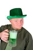 妖精:饮用绿色啤酒 免版税库存照片