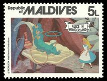 妙境和抽烟的毛虫的阿丽斯 免版税库存图片