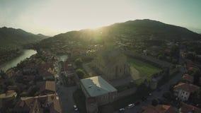 姆茨赫塔城堡教会高加索山脉河白种人秀丽自然乔治亚动物waterwall寄生虫4k 股票视频