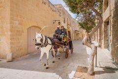 姆迪纳,马耳他- 2016年5月04日:姆迪纳城市游览一时髦的carr的 库存照片