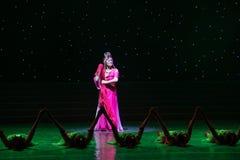 姐妹在法律中国民间舞 免版税库存图片
