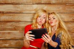 姐妹在社会网络, selfie沟通 库存图片
